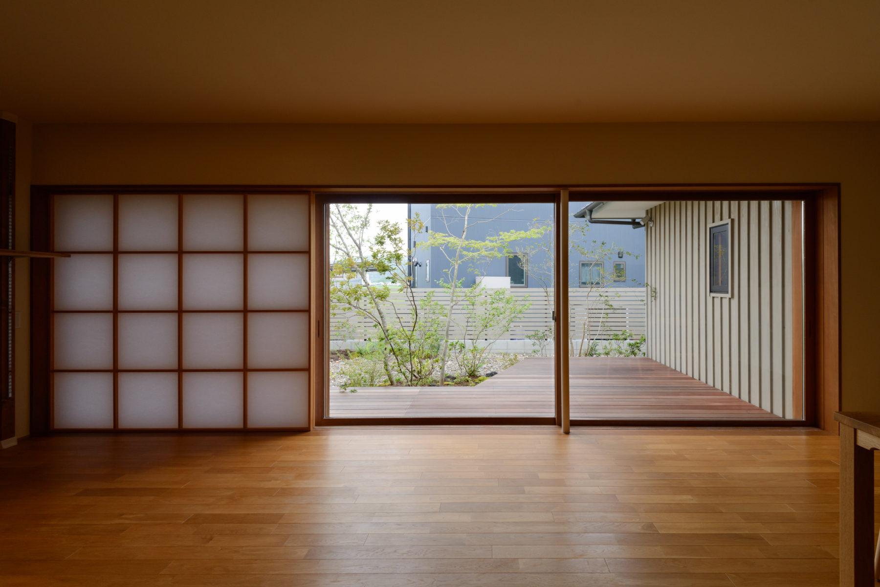 L型平面を持つ端正な平屋建て 撫川の家