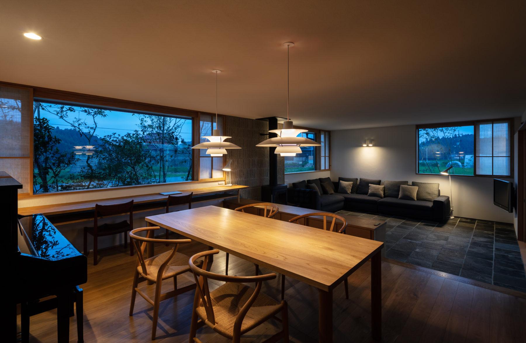 大空間と薪スートブのある平屋建て 三原久井の家
